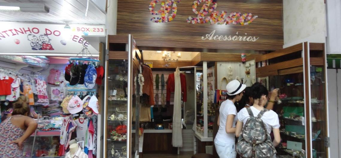 Balneário Camboriú possui um centro comercial invejável. Marcas do Brasil e do mundo estão disponíveis em um complexo que reúne estabelecimentos comerciais de diferentes segmentos.