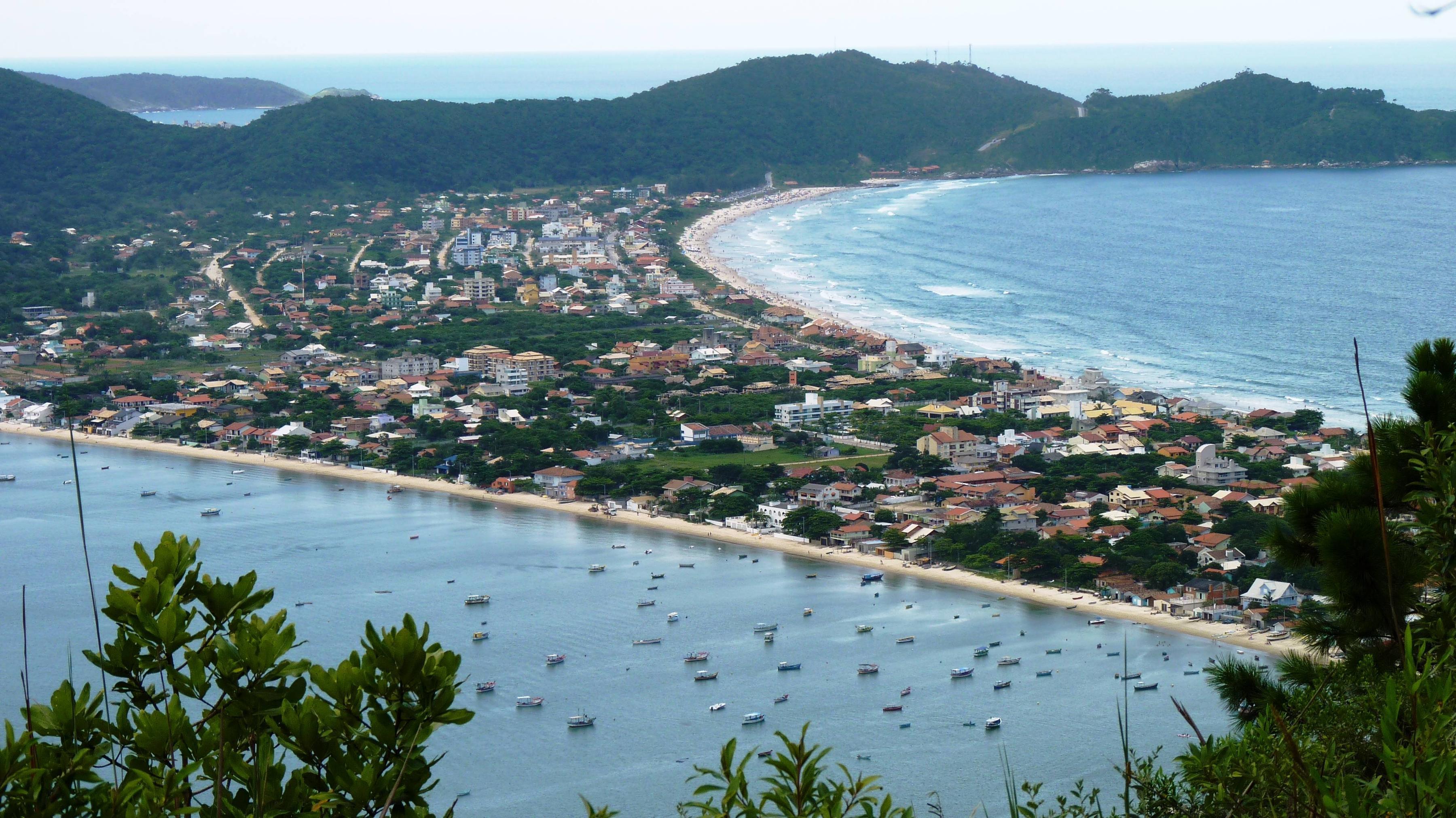 Praia do Canto Grande: uma praia tranquila em Bombinhas