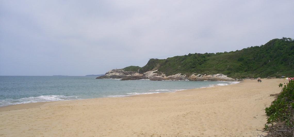 Praia do Pinho: a primeira praia de naturismo do Brasil | Casa do Turista