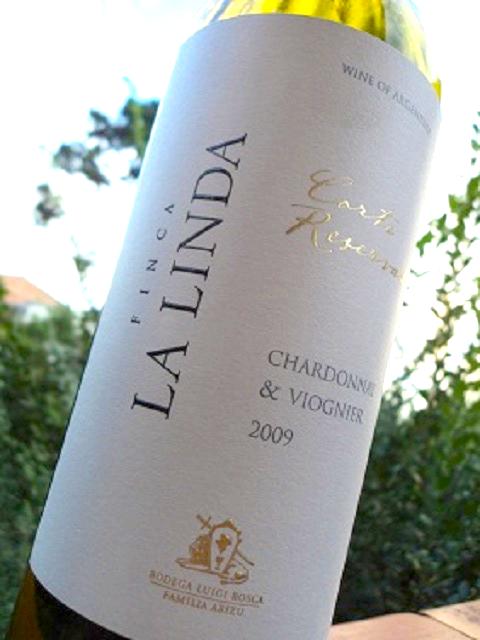 O Finca la Linda Chardonnay é uma das melhores opções para acompanhar o caviar de Bombinhas. Fonte: Universo dos Vinhos.