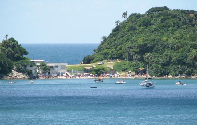 Vista do mar da Praia da Sepultura. Fonte: Turismo Bombinhas.