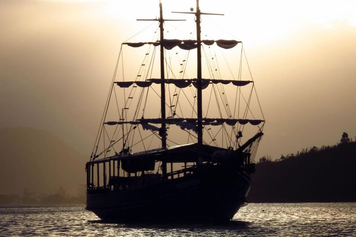 Passeio de barco pirata em Bombinhas, Santa Catarina