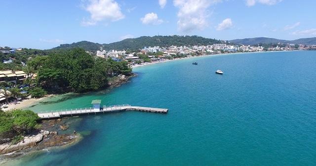 Trapiche de Bombinhas e ponto de partida do passeio de barco pirata em Bombinhas. Fonte: Features Design.
