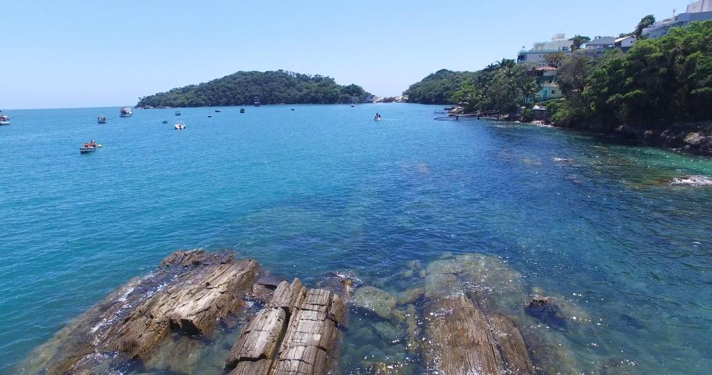 Passeio O Pirata – Praia da Sepultura explora região entre as praias da Lagoinha e Sepultura. Fonte: Features Design.