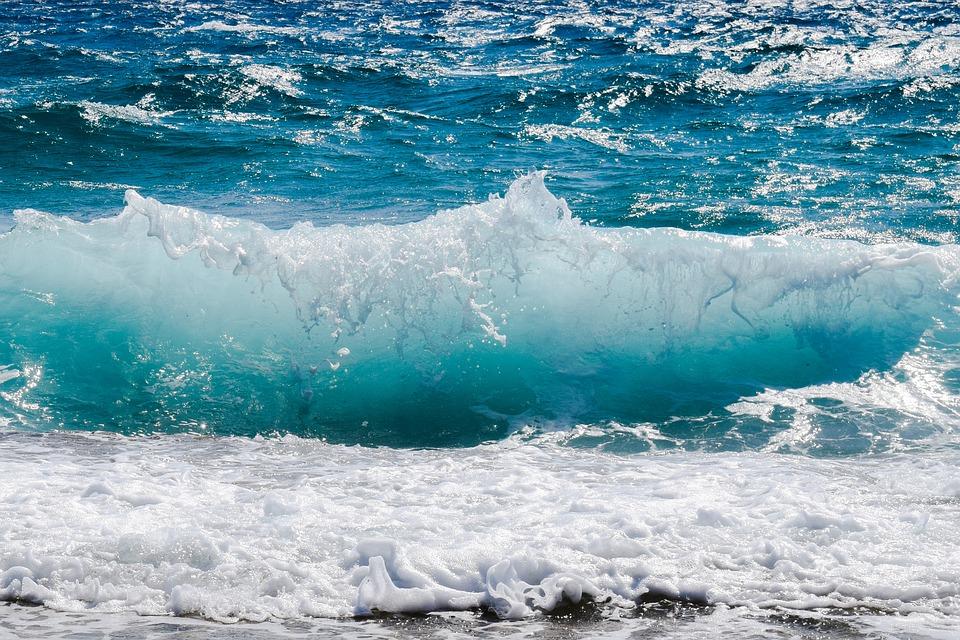 Quais as praias de Bombinhas com as águas mais cristalinas?