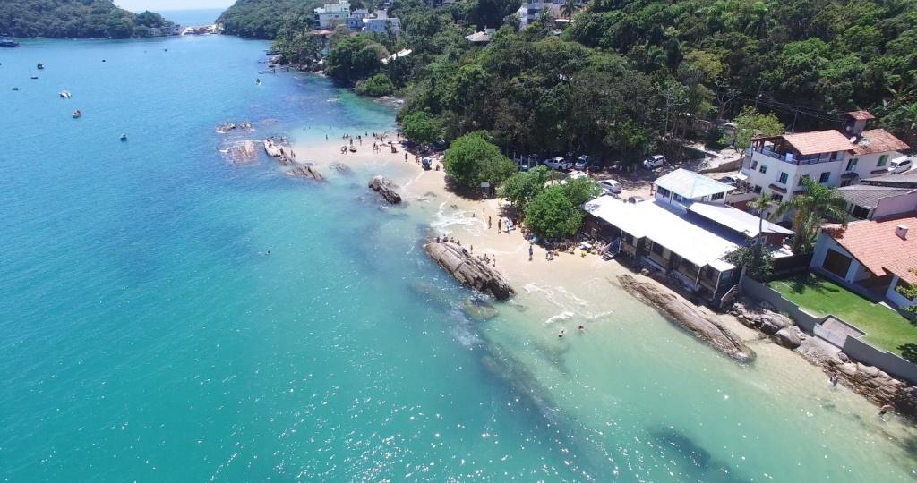 Praia da Lagoinha está entre as melhores praias de Bombinhas. Fonte: Features Design.