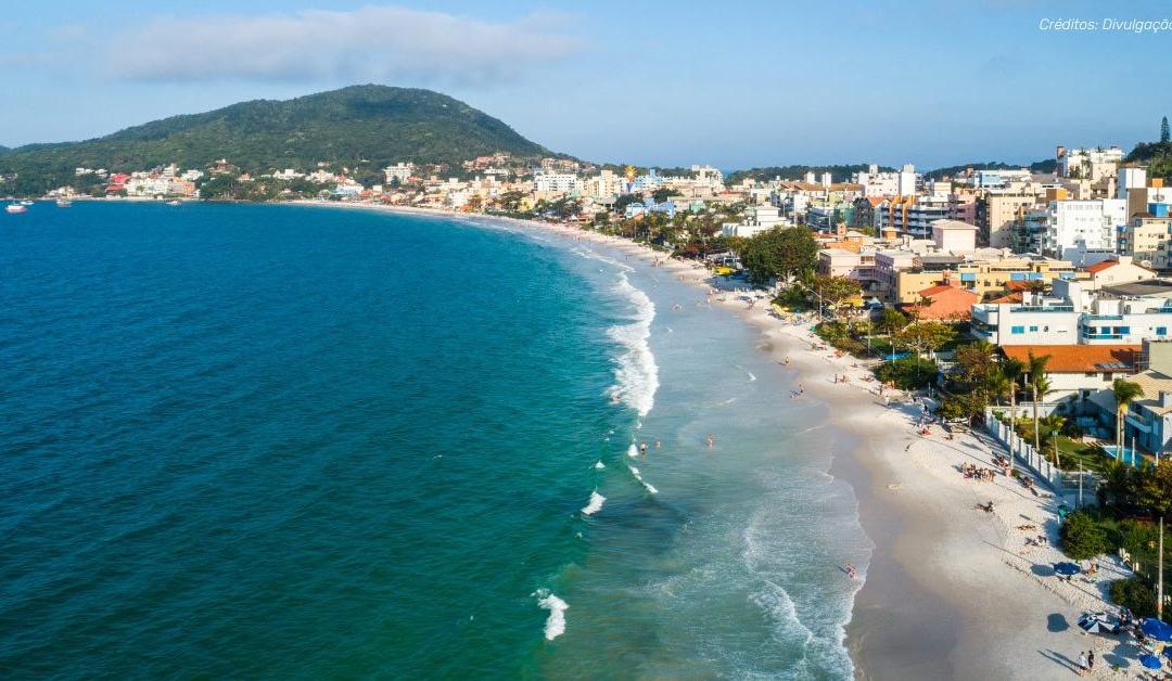 Conheça a famosa praia de Bombinhas
