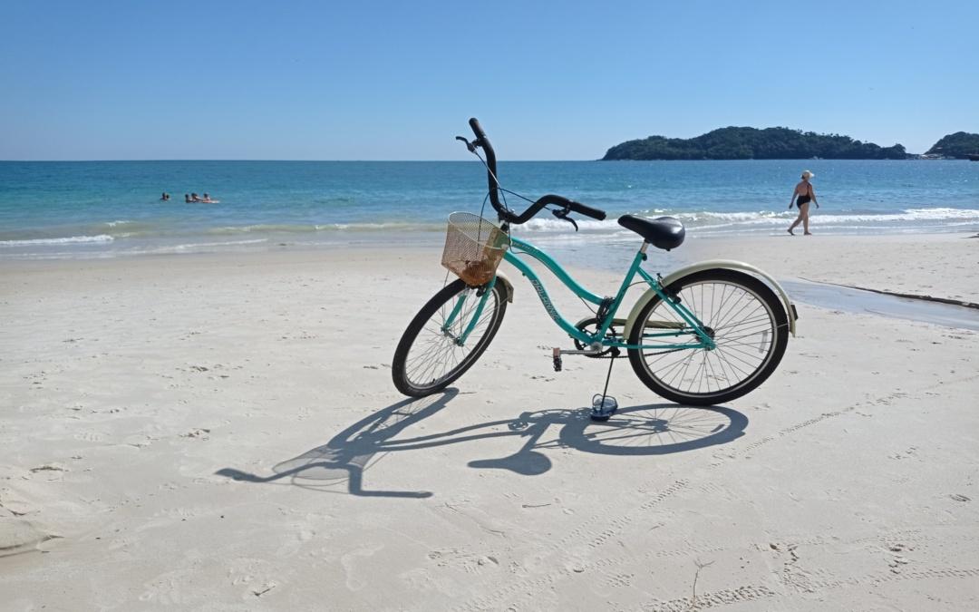 Maravilhosos passeios de bicicleta pelas praias de Bombinhas para fazer com a família